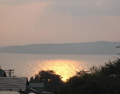 IMG_8215海に写る朝日