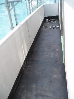 2階バルコニープライマー塗り1015UP2B