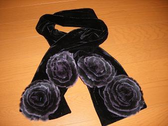 バラのファー付きマフラー