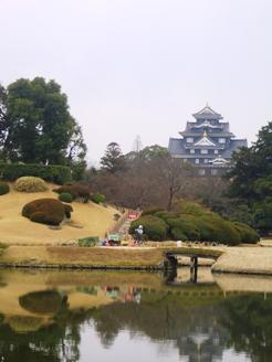 後楽園から岡山城を見た