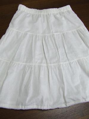 白いスカート2