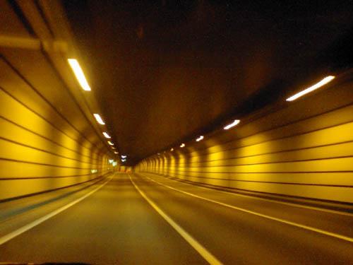 そして長いトンネル