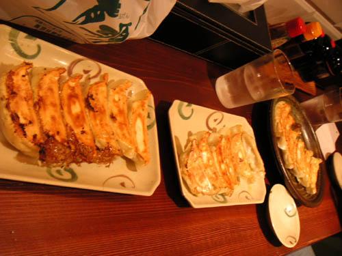 左から菜々餃子、夢餃子(普通のね)、黒豚餃子。