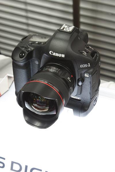 新型デジタルカメラEOS-1DsMarkⅢ