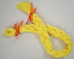 三つ編したしつけ糸