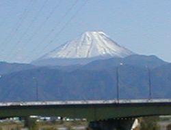 雪を頂いた富士