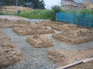 基礎砂利敷き