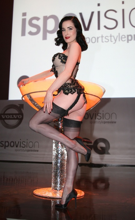 ditavonteeseperforms4.jpg