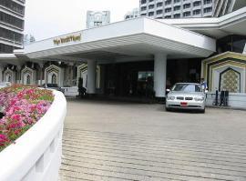 ホテル バンコク デュシット タニ 入り口