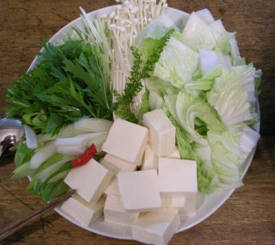 今夜は鍋です!野菜たっぷり、ヘルシー鍋。野菜盛りです!2007.9.26