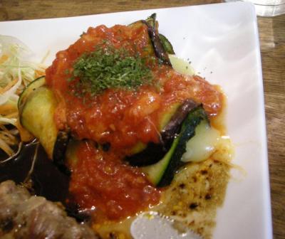 ワンプレート!付け合わせは茄子とズッキーニのチーズ巻き!トマトソース添え2007.10.24