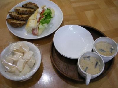 神戸屋のサンドイッチといちじくとくるみのパン そしてホットチャイ!2007.12.1