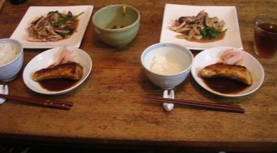 シアワセ夕ご飯!ぶりの照り焼きとイカの炒め物!2007.9.11