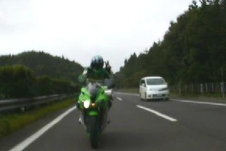 高速Vサイン