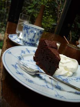 070902_CAFE-DE-cake.jpg