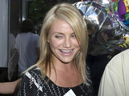 0831_cameron_diaz_birthday_set_00.jpg