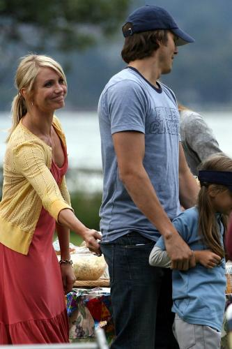 0918_cameron_diaz_on_set_06.jpg