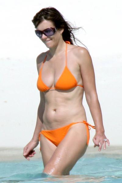 1029_elizabeth_hurley_bikini_04.jpg