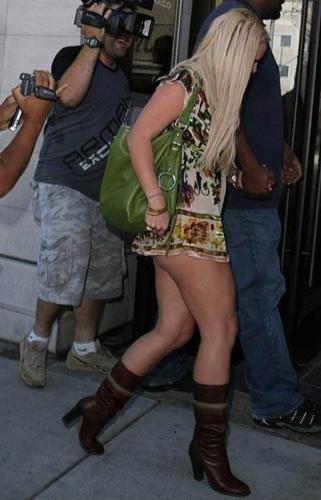 britney-spears-short-skirt.jpg