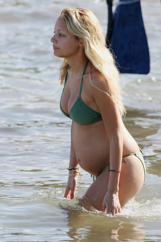 Nicole Richie Hot Pregnant Bikini Photos Nicole Richie