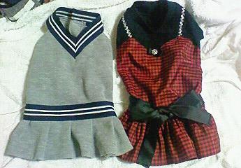 グレーワンピと赤ドレス