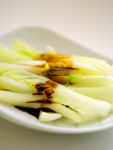 蒸し白菜のオイスターソースかけ