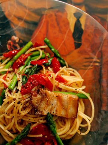 ベーコン&セミドライ・トマトのスパゲッティーニ