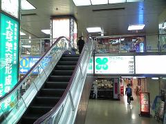 西梅田駅の7番から降りてね
