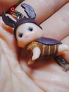 手の平の昆虫キューピー