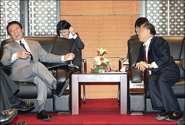 外交タロー:20061116日中外相会談