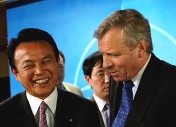 外交タロー:20060504NATOにて-共同記者会見後