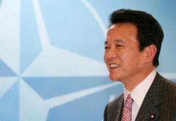 外交タロー:20060504NATOにて-共同記者会見に臨む