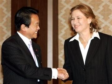 外交タロー:20070117イスラエル・リブニ外相と握手