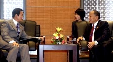 外交タロー:20061116日中外相会談にて