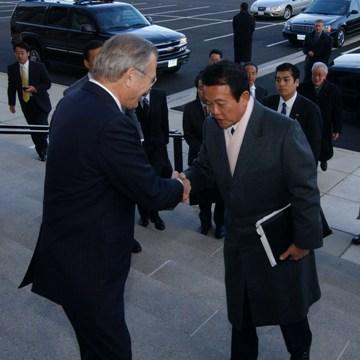 外交タロー:20051202ラムズフェルド長官と会談