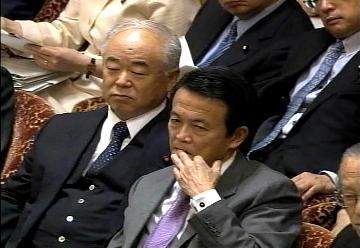 国会タロー:20070209衆院予算委員会8「爪噛み」