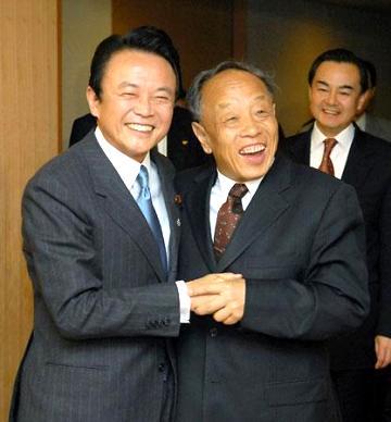 外交タロー:20070216麻生外相と李中国外相が会談