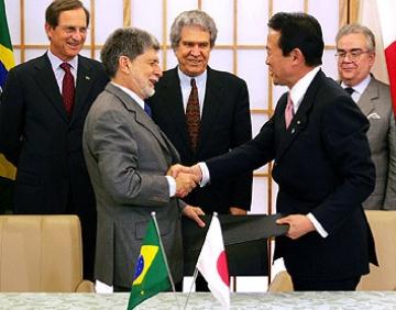外交タロー:20060413日ブラジル外相署名式