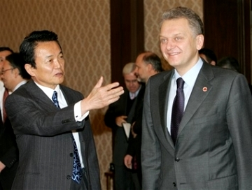 外交タロー:20070226ロシアのフリステンコ産業エネルギー大臣と3