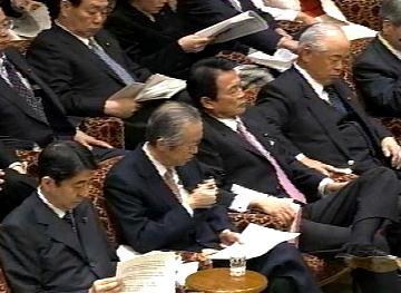 国会タロー:20070305参院予算委員会01「脚なが!」