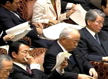 国会タロー:20070305参院予算委員会03「爪噛み」