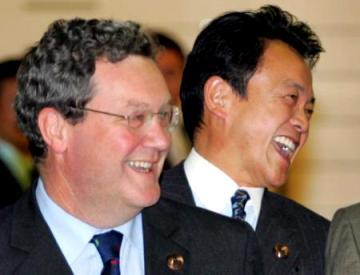20051115APEC閣僚会議出席・手前はダウナー豪外相