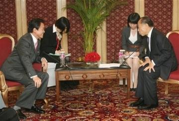 外交タロー:20070403中国の李肇星外交部長と2