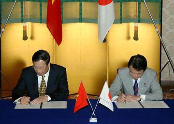 外交タロー:20070523日越署名式