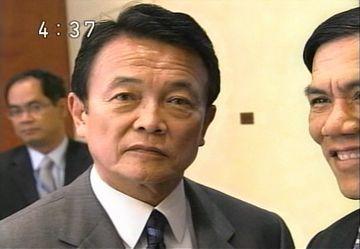 外交タロー:20070528日ミャンマー外相会談「カメラ目線」