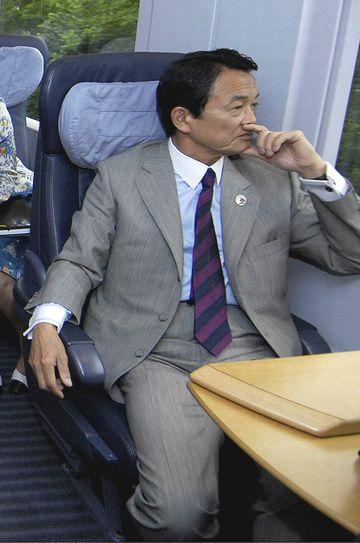 外交タロー:20070530G8外相会合の会場へ移動中