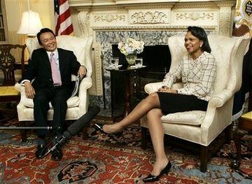 外交タロー:20070501日米外相会談「おみあし」