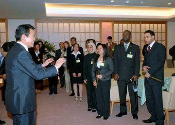 外交タロー:20070614外交官・公務員日本語研修参加者と