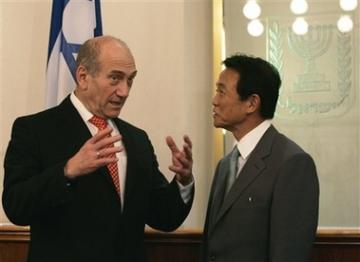 外交タロー:20070814イスラエルのオルメルト首相と頭撮り