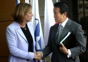 外交タロー:20070814イスラエルのリヴニ外相と握手